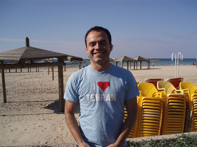 Iranian blogging pioneer temporarily released from prison